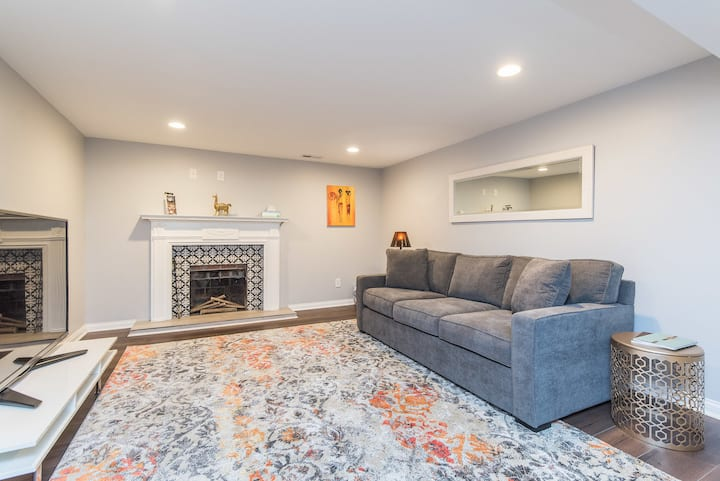 Cozy Basement Apartment/ 10 Min to Airport or Rupp