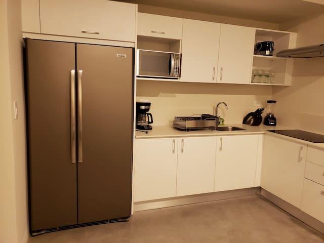 El Loft cuenta con un estilo minimalista, pero está totalmente listo para suplir todas tus necesidades durante tu estadía.