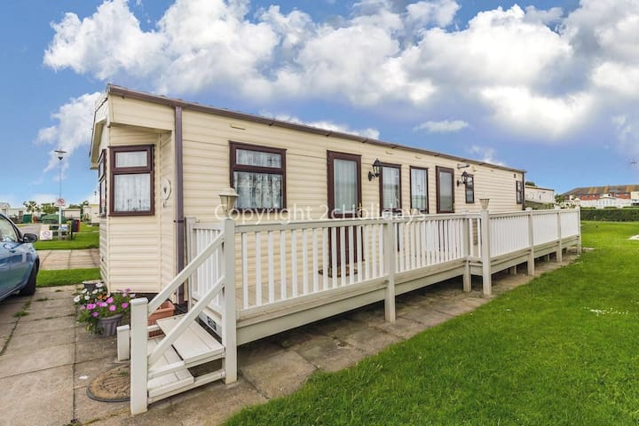 6 berth caravan for hire with decking near Mablethorpe - pets ok! ref 38007N