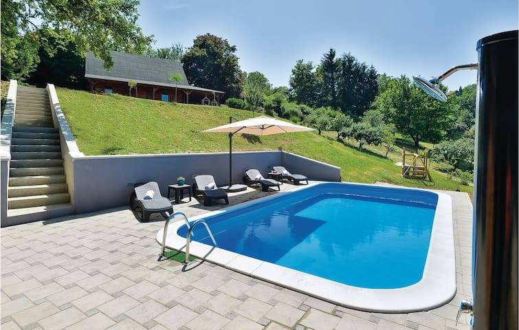 Holiday cottage with 2 bedrooms on 96m² in Varazdinske Toplice