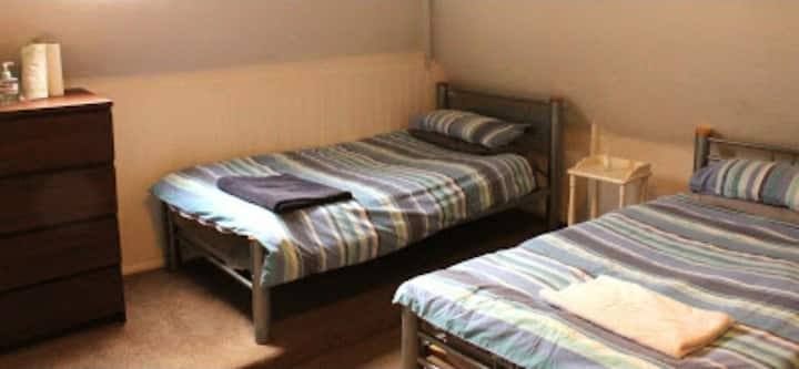 Low cost rooms to rent in Central Bagshot