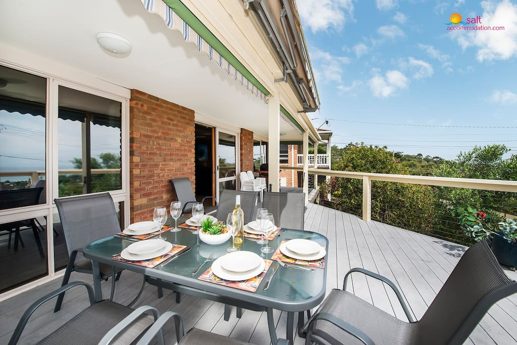Alfresco dining on the deck