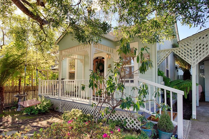 Sea Otter Cottage in Santa Cruz!
