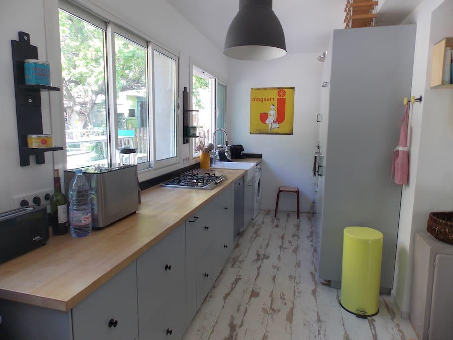 Cuisine de 16 m2 ouverte sur la pièce de vie