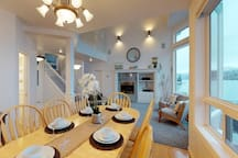 Upscale lakefront house - spacious interior, dock & boat lift, stunning views!
