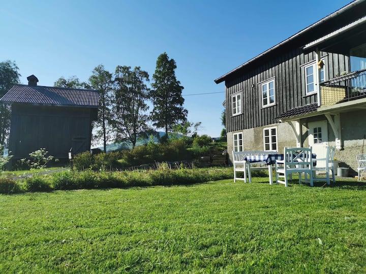 Hel leilighet med 3 soverom nær Lillehammer.