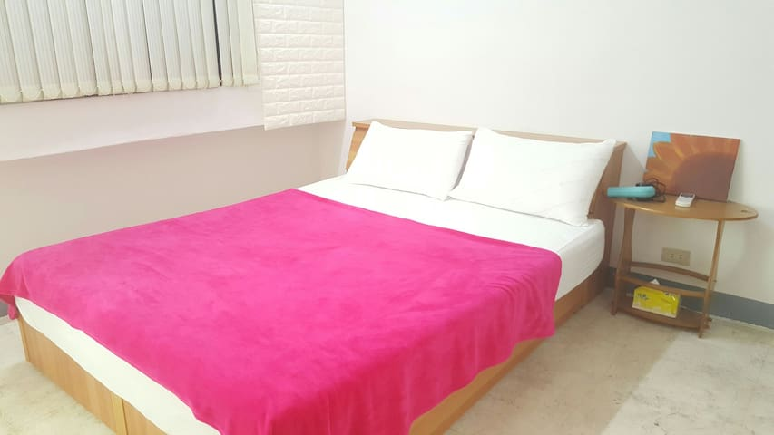 #2 Sweet Parkviews/中央捷運站旁/WIFI, Air conditioner - Xinxing District - Appartement