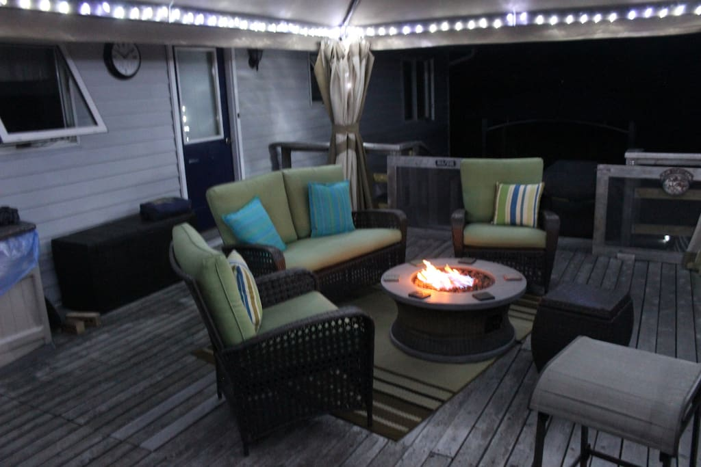 After a busy day of activities and sight seeing why not sit down and relax on the large entertainment deck with gas fire pit and share your experiences with other guests and hosts.