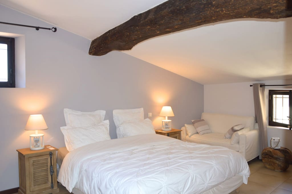 Un jacuzzi privatif en provence chambres d 39 h tes louer for Chambre d hote en provence