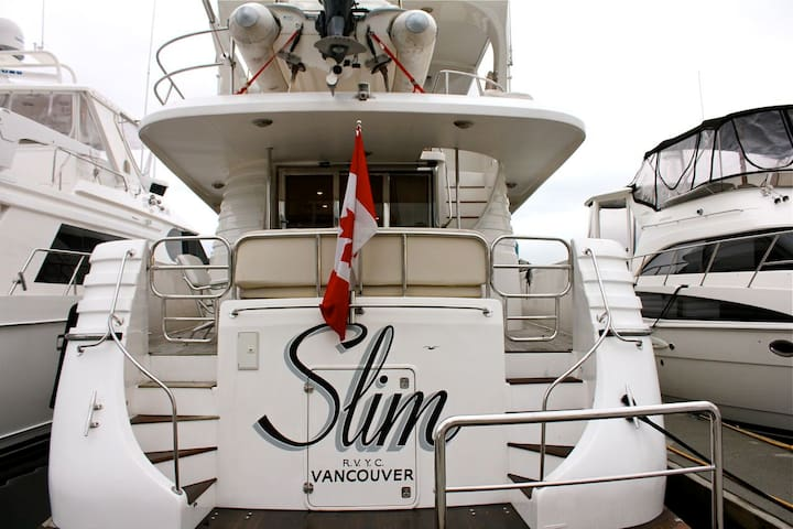 Stay on a 70 foot luxury yacht  - Vancouver - Barco