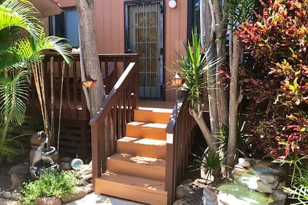 Ilima Guest Room-small studio, steps to the ocean