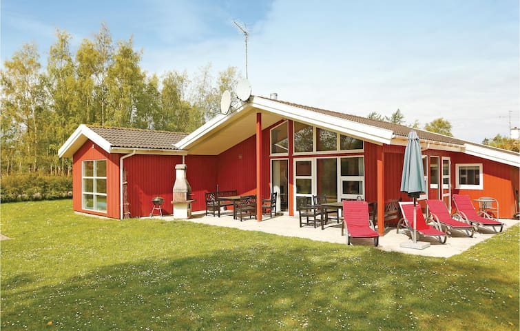 Holiday cottage with 3 bedrooms on 120m² in Gilleleje