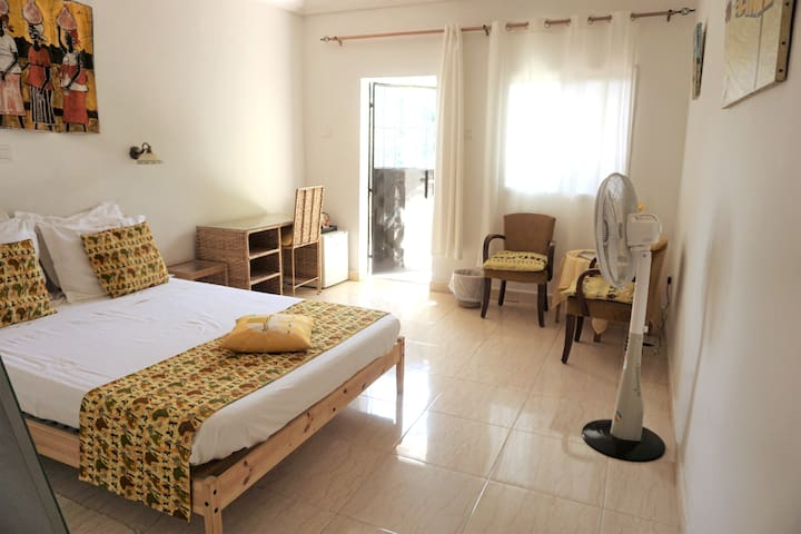 B&B VILLA CALLIANDRA Bijilo, sunny room double bed