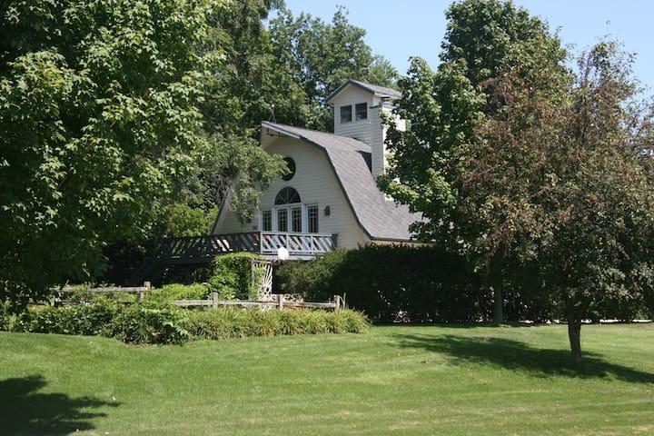 Beautiful Barn & Studio (sleeps 16) - La Porte - House