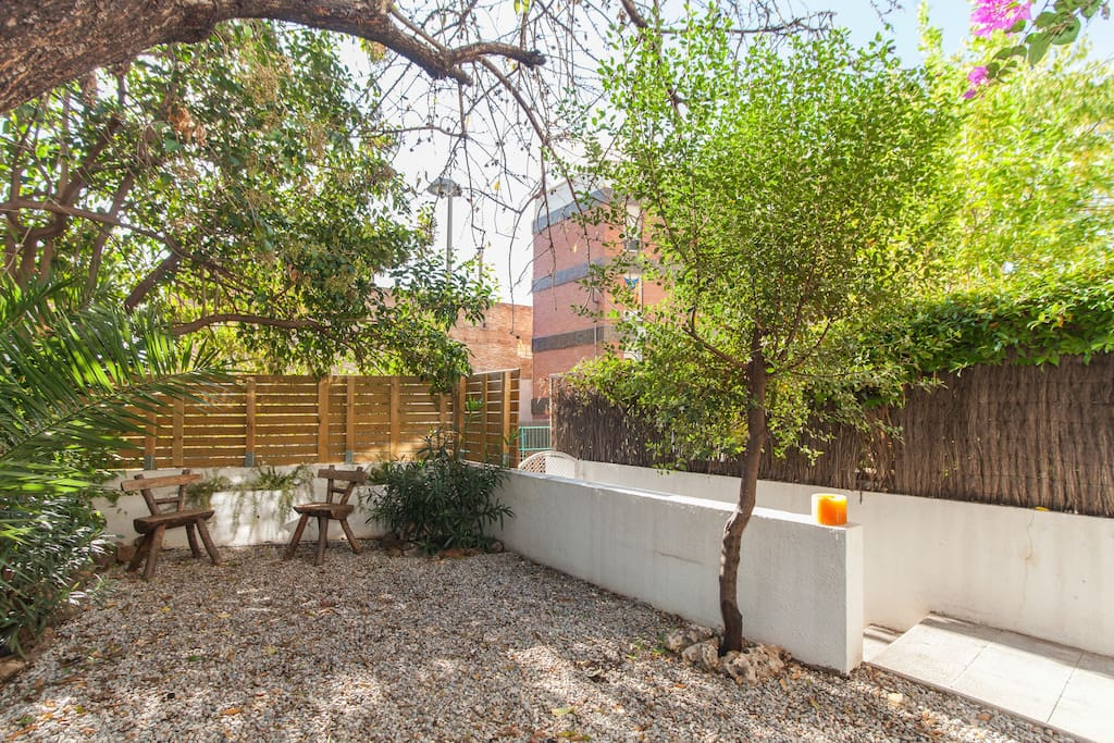 ...jardin privado de 30 m2...un pequeño oasis en plena Barcelona...