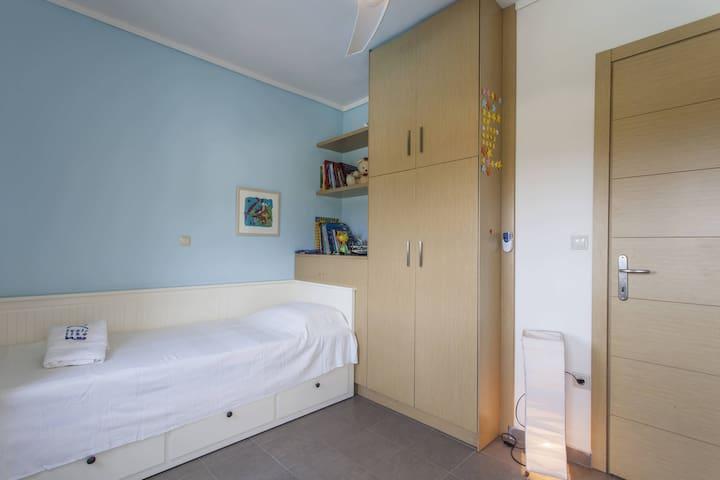 Bedroom II, with one single bed