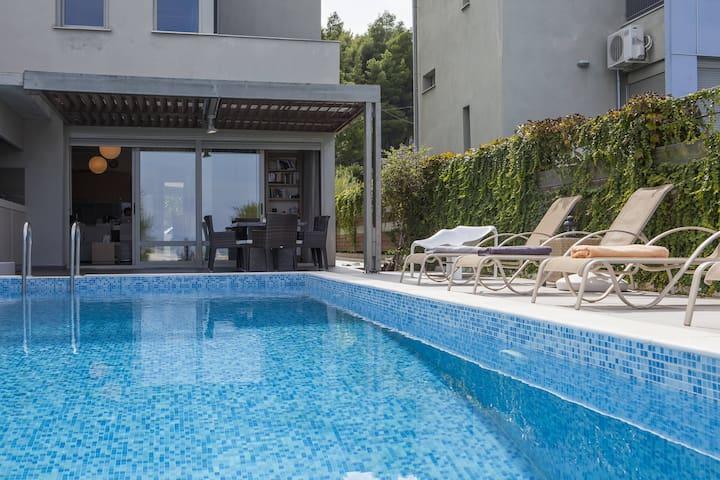 #FLH - Salted Lime - Pool Villa