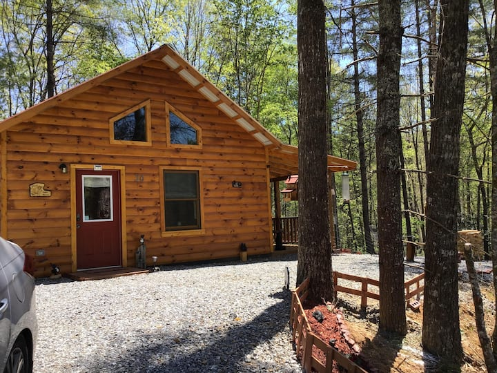 Couples Hideaway/pet friendly/Hot tub