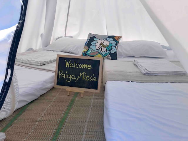 Beachfront Glamping Sunrise View (Two Single Beds)
