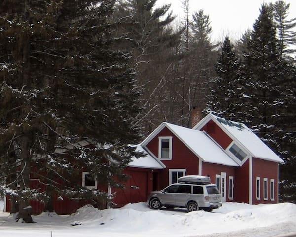 Farmhouse Minutes to Sugarbush! - Waitsfield - House