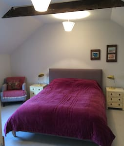 Sunny Coach Rooms (Hay Loft) wifi - Wellington - 家庭式旅館