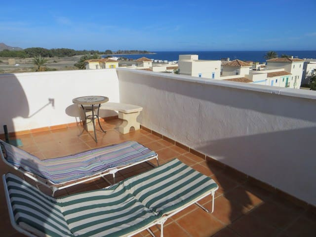 Ocean side condo with private roof - Playas de Vera - Daire