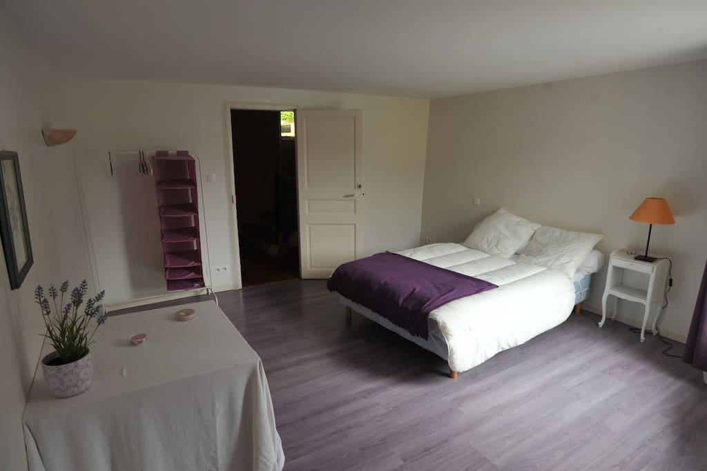 chambre violette, souvent la préférée de nos hôtes