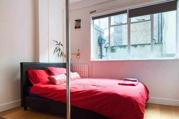 Cute quiet spacious bedroom Chelsea