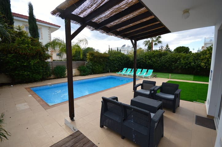 Lovely 3/4 bedroom villa with pool - Ayia Napa