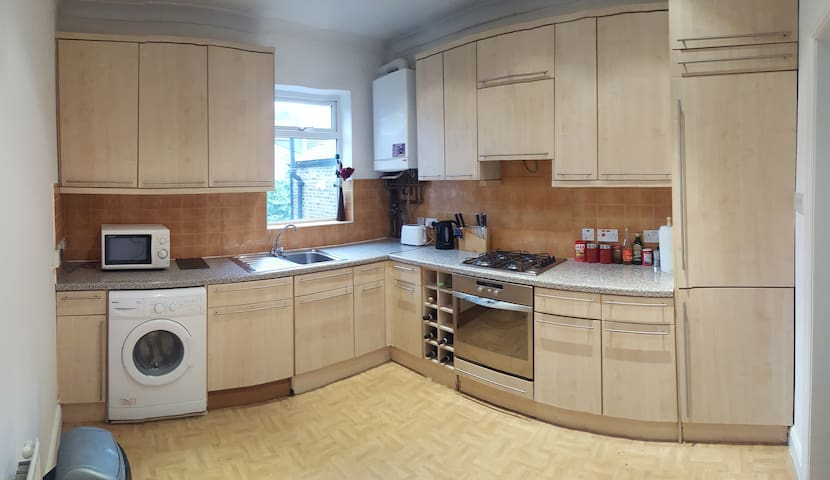 Double Room + Private Bathroom - Londres - Casa
