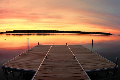 Lakefront (300'+) Cottage - Comforts of Home, family/pet friendly on 15+ private acres, 10 min. to t