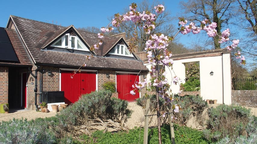 Charming Victorian garden Bothy, 15mins to Gatwick - Balcombe - Apartment