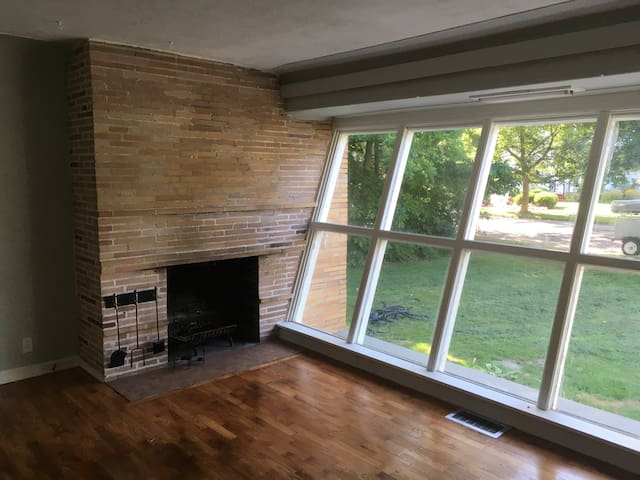 Urban and very spartan midcentury modern enclave