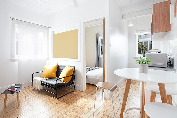 Cosy Bondi Flat Near Beach, Restaurants and Shops