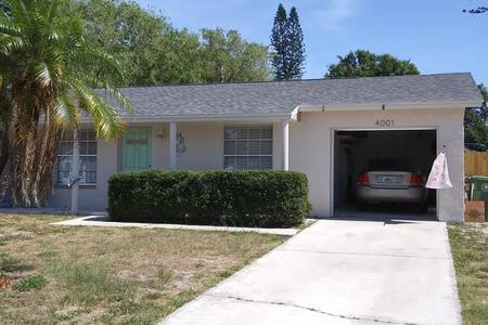 Very clean home in Bradenton, near the beaches.