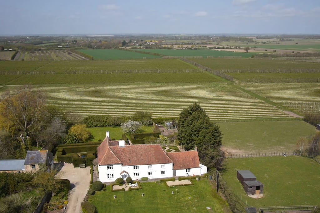 The Granary is annexed to Paramour Grange, a manor house of significant historical importance
