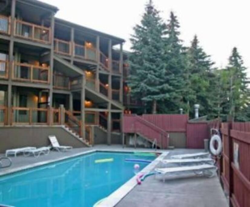 Perched in the treetops of Park City Mountain Resort, this ground floor condo with full kitchen, full bath, sleeper sofa, fireplace and cable tv has everything you'll need for an idyllic retreat.
