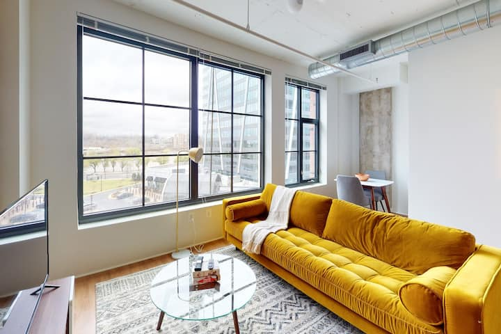Gorgeous 1BR in Carlyle District w/ Amenities