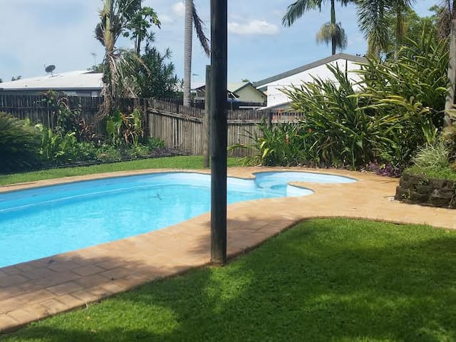 home with pool  spa , air-con and a jet bath - Edmonton - House