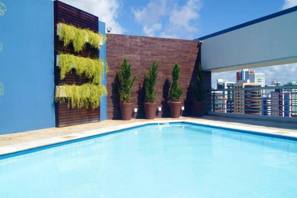 vista da piscina ao ar livre o ano inteiro.