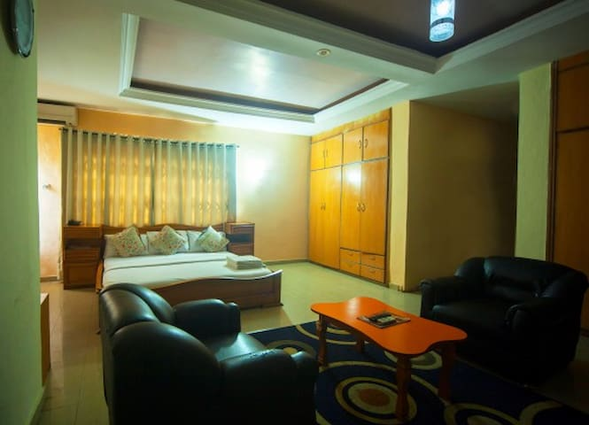 Laropa Suites and Apartments