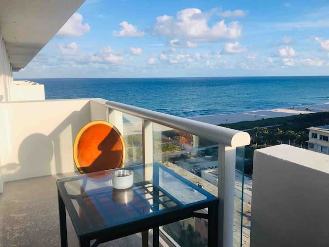 Blue water Ocean view ,  balcony & Queen bed plus.