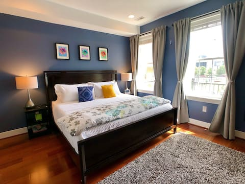 High-end Shaw suite w/ parking: early in, late out