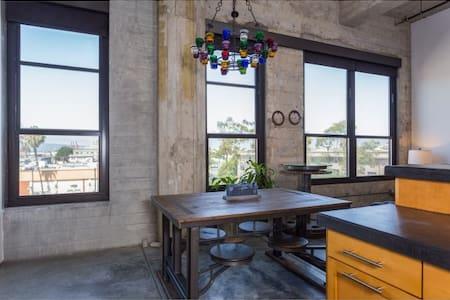 Designer loft Downtown Long Beach