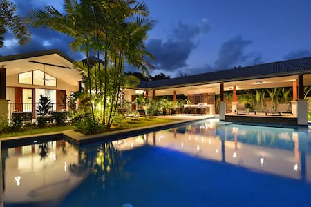 A PEARL on Absolute Beachfront! - Newell - บ้าน