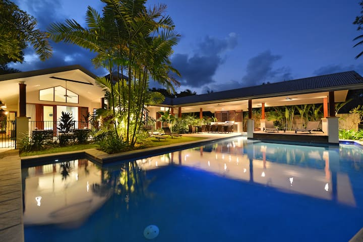 A PEARL on Absolute Beachfront!