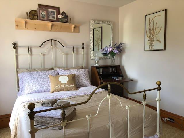 Gabrielle Guest Room