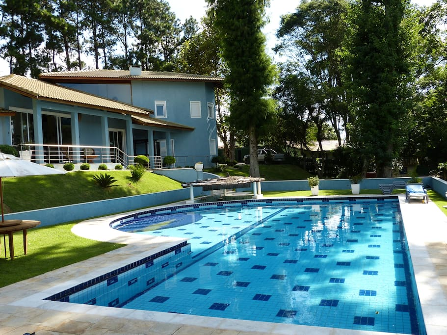 A large Swimming-Pool : 115m²...