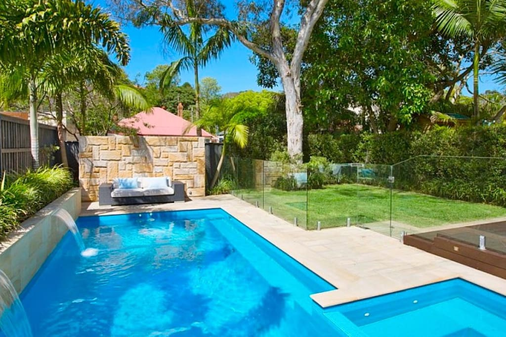 Manly beach house with pool spa houses for rent in manly for Pool and spa show 2016