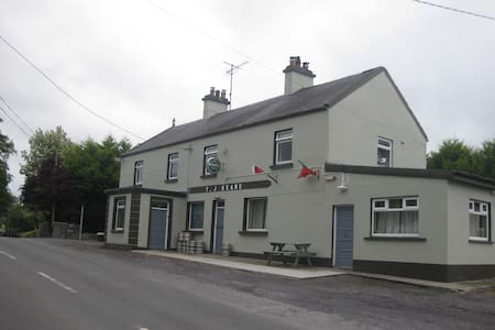 Spacious apartment beside country pub Crossboyne - Claremorris